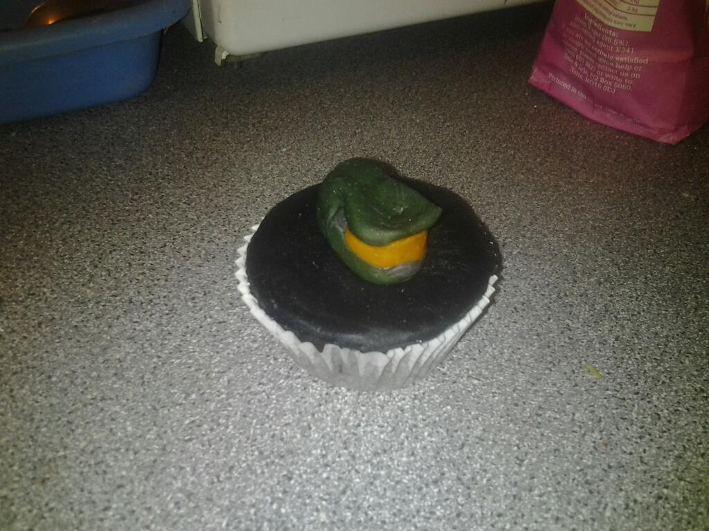 Alternate angle for the Master Chief Halo helmet cupcake decoration