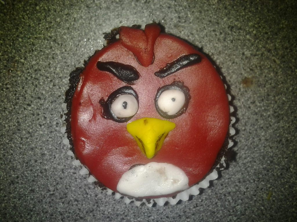 I made this red Angry Birds Cupcake